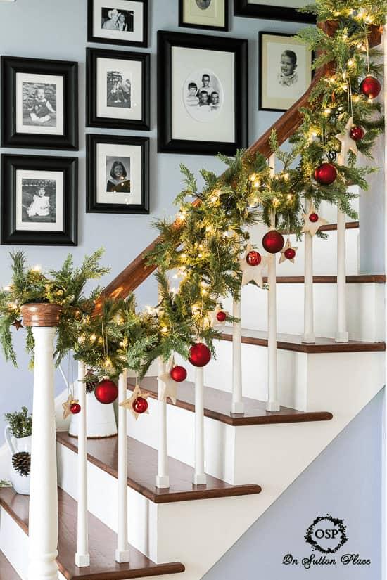 gallery-wall-idea-stairway