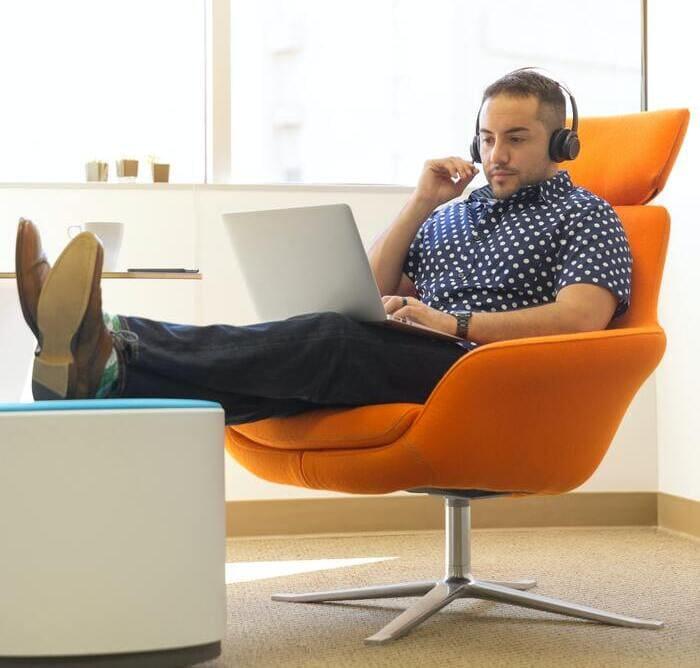 desk decor ideas: comfortable seating